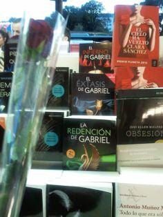 La preciosa trilogía en los puestos de libros de Sant Jordi, Barcelona, 2014