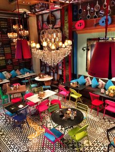 Opened next to the Louis Vuitton in Nişantaşı, this restaurant is famous with its fun decoration and Lebanese cuisine. #restaurantdesign