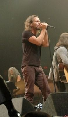 sideways view of my fav brown pants - it doesn't get any Vedder.
