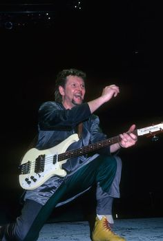 Chris Squire, Yes Band, Music Pics, Heavy Metal Bands, Bass, Musicians, Stage, Guitar, Rock
