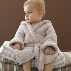 Free Knitting pattern Phil Douce baby bathrobe. A cute bathrobe, made of the super soft yarn Phil Douce.This quality has a teddy, fluffy look and feels very soft on your baby's skin.