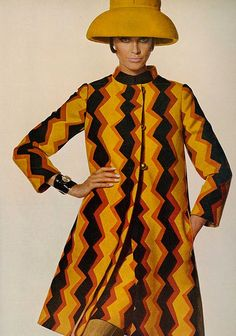 Editha in a bold printed wool coat worn over a matching dress with black jersey top by Bill Blass, hat by Irene of New York, photo by Penn, Vogue 1967 Foto Fashion, 60 Fashion, Fashion Moda, Fashion History, Fashion Design, American Fashion, Sporty Fashion, Fashion Skirts, Fashion Rings