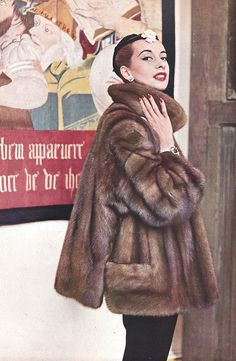 L`Officiel 1953  Fur coat by Dior