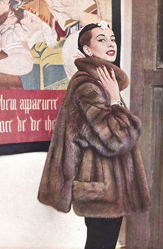 L`Officiel 1953  Fur coat by Dior