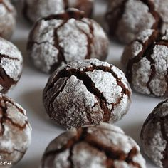 Chocolate Crinkle Cookies - Top Chocolate Monday Recipes of 2014 on The Heritage Cook Yummy Treats, Delicious Desserts, Sweet Treats, Dessert Recipes, Yummy Food, Best Christmas Cookie Recipe, Holiday Cookie Recipes, Chocolate Crinkle Cookies, Chocolate Crinkles