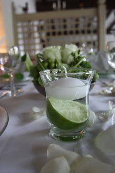 Frische Limetten für eine sommerliche Tischdekoration in Grün und Weiß; Heiraten in Garmisch-Partenkirchen, Bayern - Hochzeitshotel Riessersee Hotel Resort - Wedding in Bavaria