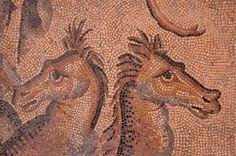 Autun - Musée Rolin - Mosaïque gallo-romaine. . fr.wikipedia.org/wiki/Mus%C3%A9e_Rolin