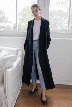 The Forever Piece: A Black Coat (Harper & Harley) The Forever Piece: Ein schwarzer Mantel Black Jacket Outfit, Long Coat Outfit, Winter Coat Outfits, Trench Coat Outfit, Black Dress Coat, Schwarzer Mantel Outfit, Mode Outfits, Fashion Outfits, Mode Mantel