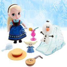 """Die """"Disney""""-Zeichner haben sich Elsa als kleines Kind vorgestellt, lange bevor sie die Eiskönigin wurde! Das Set enthält eine """"Elsa""""-Puppe in Miniaturformat, eine """"Olaf""""-Figur, eine Rutsche im Eis-Look, eine Sonnenmütze und eine Mandoline."""