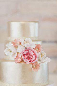 Gold butter cream frosting cake with flowers