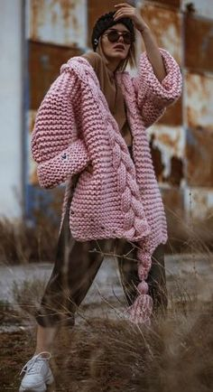 With the arrival of autumn and cool weather more often want to wear something warmly. But it is not necessary to be in shapeless stretched sweaters and tunics-to stand out from the gray crowd can be in any weather, it is enough to have in the wardrobe a warm sweater with a bright Norwegian pattern. …