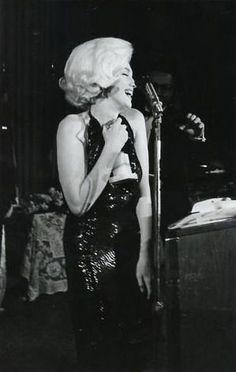 1/ Remise du prix Le 5 mars 1962, Marilyn Monroe reçoit le
