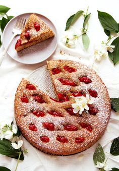 Austrian - Super moist Linzer torte with strawberries - my favorite! Austrian Desserts, Austrian Recipes, Round Cake Pans, Round Cakes, Baking Recipes, Dessert Recipes, Kolaci I Torte, Strawberry Filling, Shortcrust Pastry