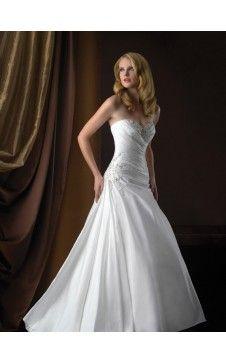 Charmante robe de mariée A-ligne noble Col en cœur Traîne Chapelle Taffetas