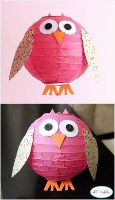 Uhu Lampe, Lampenschirm mit Papier und Knöpfen dekorieren, inspirierende DIY Ideen