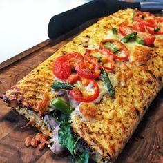 Smagfuld blomkåls-calzone med skinke, ost, tomatsovs, spinat & asparges Lchf, Keto, Healthy Snacks, Healthy Eating, Good Food, Yummy Food, Food Print, The Best, Vegan Recipes