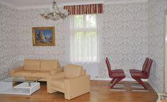 Продажа квартиры 2+КК, Прага 8 - Либень, цена 185 000 евро http://portal-eu.ru/kvartiry/2-komn/2+kk/realty242  Предлагается на продажу квартира 2+КК площадью 88 кв.м в районе Прага 8 – Либень стоимостью 185 000 евро. Квартира находится на третьем этаже четырехэтажного реконструированного дома. В квартире также была произведена реконструкция в 2013 году – новая электропроводка, водопровод, ванная комната, туалет и полы с подогревом. В спальной комнате модернизированный паркет, в гостиной…