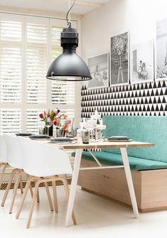 Banquette seating is such a great use of space! Here are 9 kitchen nooks with beautiful banquette seating. Choose your favorite for your next home project or remodel. Dinner Room, Banquette Seating, Wall Seating, Kitchen Banquette, Kitchen Seating, Banquettes, Deco Design, Design Trends, Design Design