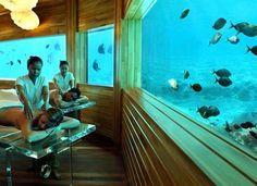 ¿Te apetece un masaje... bajo el mar?. Resort Huvafen Fushi, Maldivas.