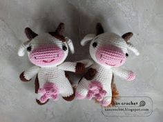 Gehaakte kleine koe gemaakt door Zan Crochet. Heel erg leuk haakpatroontje voor iedereen die houdt van het haken van amigurumi.