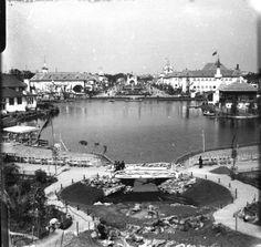 Bucuresti - Parcul Carol. Expozitia Nationala 1906 Bucharest, Old Pictures, Time Travel, Romania, Paris Skyline, History, Places, Traveling, Memories