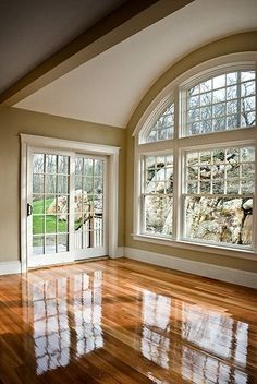 The Refined Life: Five Fancy Decor Tricks for the Not-So-Fancy Home Dream House Ideas Decor Fancy Home Life NotSoFancy Refined Tricks Future House, My House, Style At Home, Arched Windows, Big Windows, Hurd Windows, Sunroom Windows, House Ideas, Wall Colors