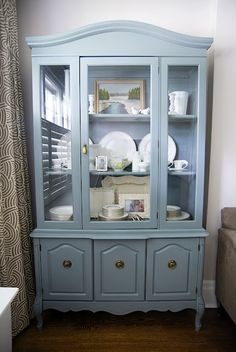 I like the paint color for this hutch.