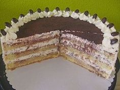 Uschis Tiramisu-Torte Uschis Tiramisu – cake (recipe with picture) by Cake Recipes With Pictures, Food Pictures, Chocolate Desserts, Chocolate Chip Cookies, Barn Wedding Cakes, Walnut Kernels, Fiber Fruits, Nutella, Cake Mixture
