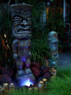 Atomic Tiki Lounge -- Tiki Central More ideas for the Tiki lounge. Tiki Art, Tiki Tiki, Tiki Hawaii, Hawaiian Tiki, Tiki Head, Tiki Statues, Tiki Decor, Tiki Totem, Tiki Lounge