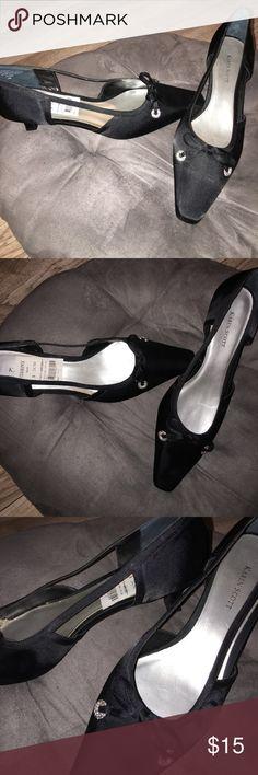 Karen Scott 👠 heels New Karen Scott heels 👠 black with bow on top and cut out sides. Karen Scott Shoes Heels