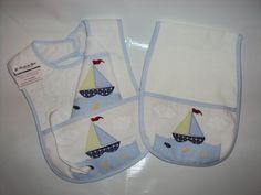 Kit para bebe bordada à mão - babador, fraldinha de boca com prendedor de chupeta e regurgitador