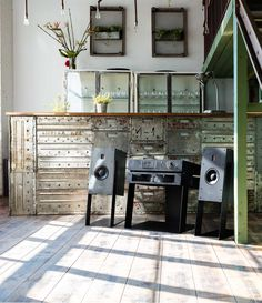 Burmester of North America High End sound is remarkable. The luxury of Burmester is brought to you buy Rutherford Audio in North and Central America.
