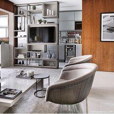 Living integrado, destaque para a estante, que delimita e suas aberturas integra a cozinha, top!!! Projeto by Anastassiadis Arquitetos e foto by @mariana_orsi #livingroom #photo #arquitetura #apartamento #cool #hometheather #familyroom #love #homedecor #deco #instadesign #instafriends #instablogger #luxo #architect #arquiteto #arquiteta #instahome #home #arquitecta #blogger #glamourama #design #sofisticado #requinte #criative #instabest #decor #fabiarquiteta