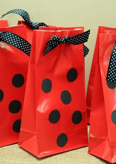Lady bug bags. Black dots on a red bug, add ribbon-done! Fill w/little bug nets, magnifying glasses, ladybug chocolates, etc. Simply Klassic Home: A Party Fit for a Lady(bug)