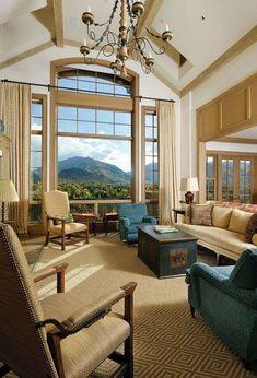 Arredare una casa con i soffitti alti - Lampadario grande