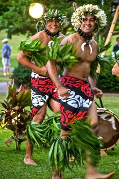 The loni lost island brothers monoko and zuru are dating Joycelen and Jessa. Both 19 and outgoing and dancers. Polynesian Men, Polynesian Dance, Polynesian Islands, Polynesian Culture, Hawaiian Islands, Tahiti French Polynesia, Tahitian Dance, Hawaiian Art, Hula Dancers