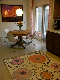 Awesome and easy idea. and I love the table arrangement Painted Porch Floors, Painted Floor Cloths, Painted Rug, Painted Furniture, Hand Painted, African Home Decor, Living Room Redo, Natural Area Rugs, Table Arrangements