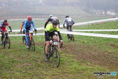 Na ciklokrosu se je zbralo za slovenske razmere rekordno število kolesarjev.
