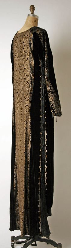 Evening dress Mariano Fortuny  Date: early 20th century Culture: Italian Medium: silk, glass Dimensions: Length at CB: 62 1/4 in. (158.1 cm) Credit Line: Gift of University of Virginia Drama Department, 1977 Accession Number: 1977.304.3 References: http://www.metmuseum.org/collection/the-collection-online/search/81501?img=2