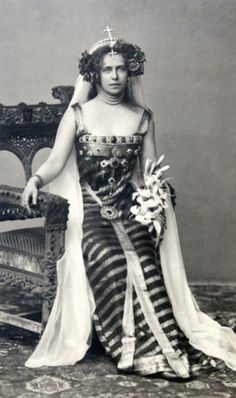 Crown Princess Marie of Romania dressed as Princesse Lointaine, Bucharest, 1896 (or maybe she was channeling Princess Leia) Vintage Glamour, Vintage Beauty, Romanian Royal Family, The Duchess Of Devonshire, Casa Real, Royal Jewelry, Royal House, Queen Victoria, King Queen
