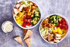 Ken je de sushibowl? Die kun je ook op z'n Mexicaans maken met pita en groenten - Recept - Allerhande