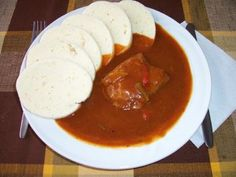 Recept: Recept Cikánská hovězí pečeně | Tradičnírecepty.cz Thai Red Curry, Ethnic Recipes, Food, Anna, Kochen, Parisian, Essen, Yemek, Eten