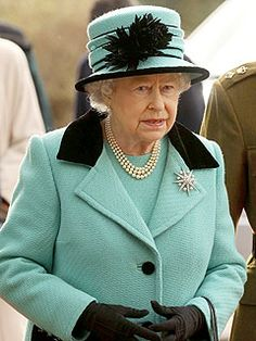Google Image Result for http://img2-2.timeinc.net/people/i/2011/news/110328/queen-elizabeth-240.jpg