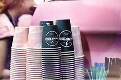 Нашего кофе хватит на всех💗☕️ Забегайте в гости и найдёт свой любимы напиток в нашем меню👌🏽⠀ Ну а если вы предпочитаете согревающие напитки без #кофеина - выбирайте добавку к любому кофе «ДЕКАФ»✔️ Всего 25₽ сверху и вуаля: кофе без кофеина уже у вас🔝⠀ Мы найдём подход ко всем❄️ Можете проверить это сами😻