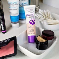 #Acne prone? Find out what you should consider (and what to avoid) when you're out shopping for your next foundation, blush or concealer.