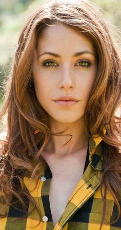 Pictures & Photos of Amanda Crew - IMDb