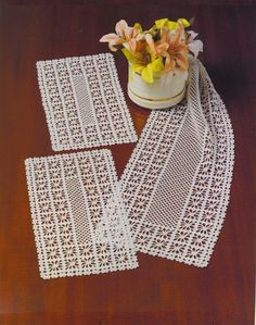 This Pin was discovered by fat Crochet Table Runner Pattern, Crochet Doily Patterns, Crochet Tablecloth, Crochet Diagram, Crochet Art, Crochet Home, Thread Crochet, Crochet Designs, Crochet Stitches