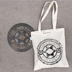 Piraatprinters gebruiken riooldeksels voor drukwerk op T-shirts & tote bags