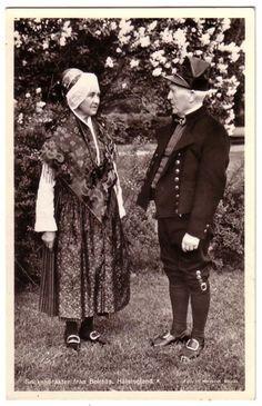 Vackert par i Folkdräkt Sockendräkter från BOLLNÄS HÄLSINGLAND