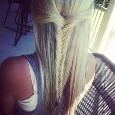 Fish tail braid, great hair style - looks so good. It's a weekend hairstyle for me Cuz there ain't no way I'm waking up early enough to do this in the morning on a school day even tho it really wouldn't take that long Love Hair, Great Hair, Gorgeous Hair, Awesome Hair, Pretty Hairstyles, Straight Hairstyles, Braided Hairstyles, Kid Hairstyles, Braided Updo